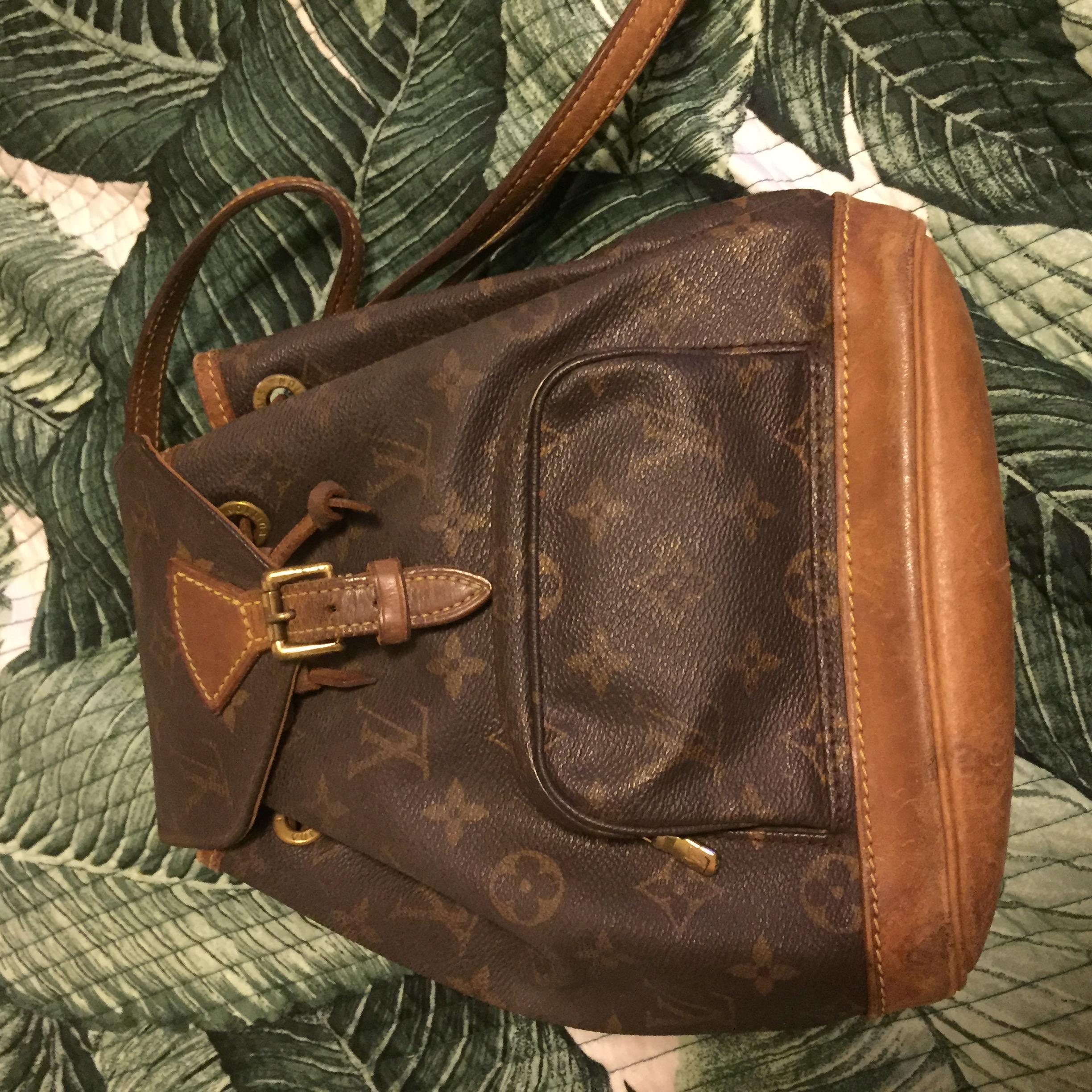 3f6fbc609c0f ... to clean my Louis Vuitton vintage backpack  I just purchased it on eBay  and it looks lifeless. Also what would you use to get rid of musty smell