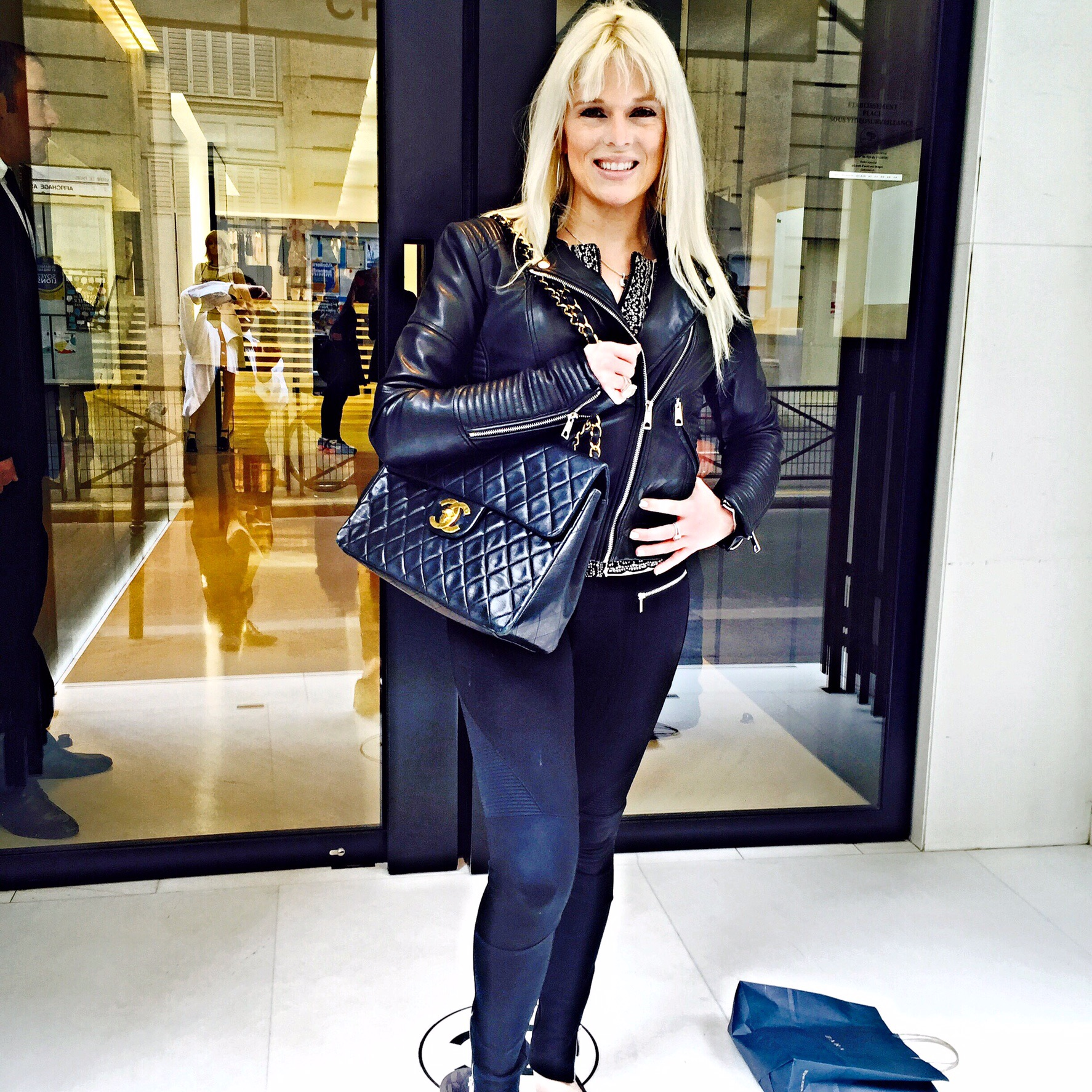 57b15322363c ... my very first Chanel handbag. Im in love with it :) ( I had to take a  picture with my Chanel at 31 rue Cambon lol I know its cheesy :P )